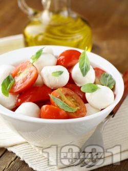 Салата с чери домати и бейби моцарела - снимка на рецептата